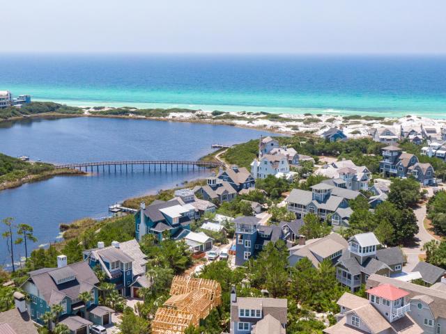 19 LAKE BRIDGE LANE E INLET BEACH FL