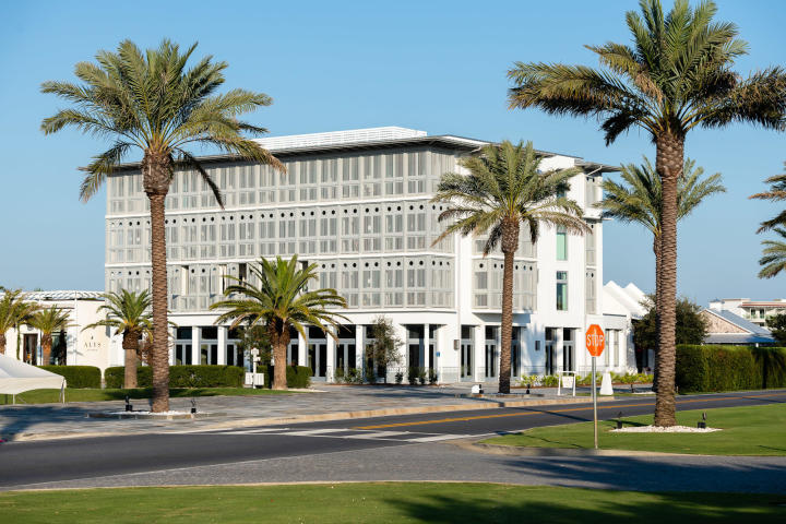 20 MARK TWAIN LANE UNIT 401 ALYS BEACH FL